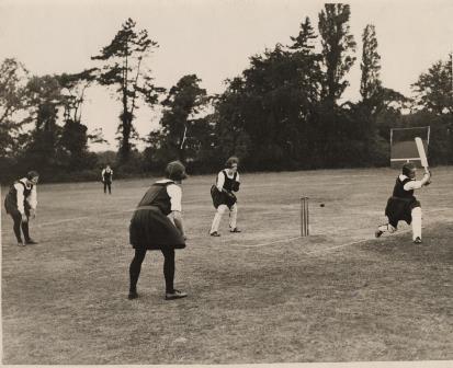 BO2298_Cricket_web